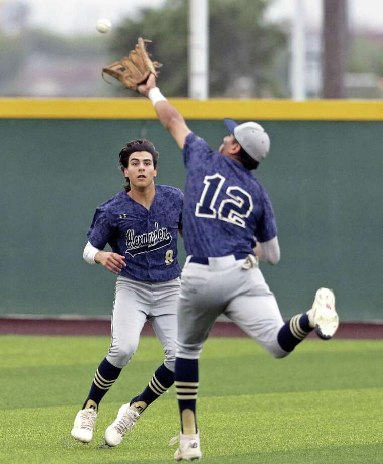 Paco Hernandez catches a fly ball in front of Nomar Garcia on Thursday in Alexander's 1-0 victory over San Antonio Reagan in Game 1 of the regional semifinals at Cabaniss Field in Corpus Christi. Photo: Tom Reel / San Antonio Express-News / 2019 SAN ANTONIO EXPRESS-NEWS