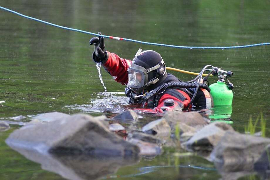 Middletown, Middletown South District, Haddam, Durham and Portland fire departments participated in a water rescue and recovery drill May 22 at Millers Pond State Park in Durham. Photo: Olivia Drake Photo
