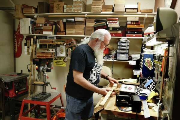 Cigar box guitars built in San Antonio make smoking hot
