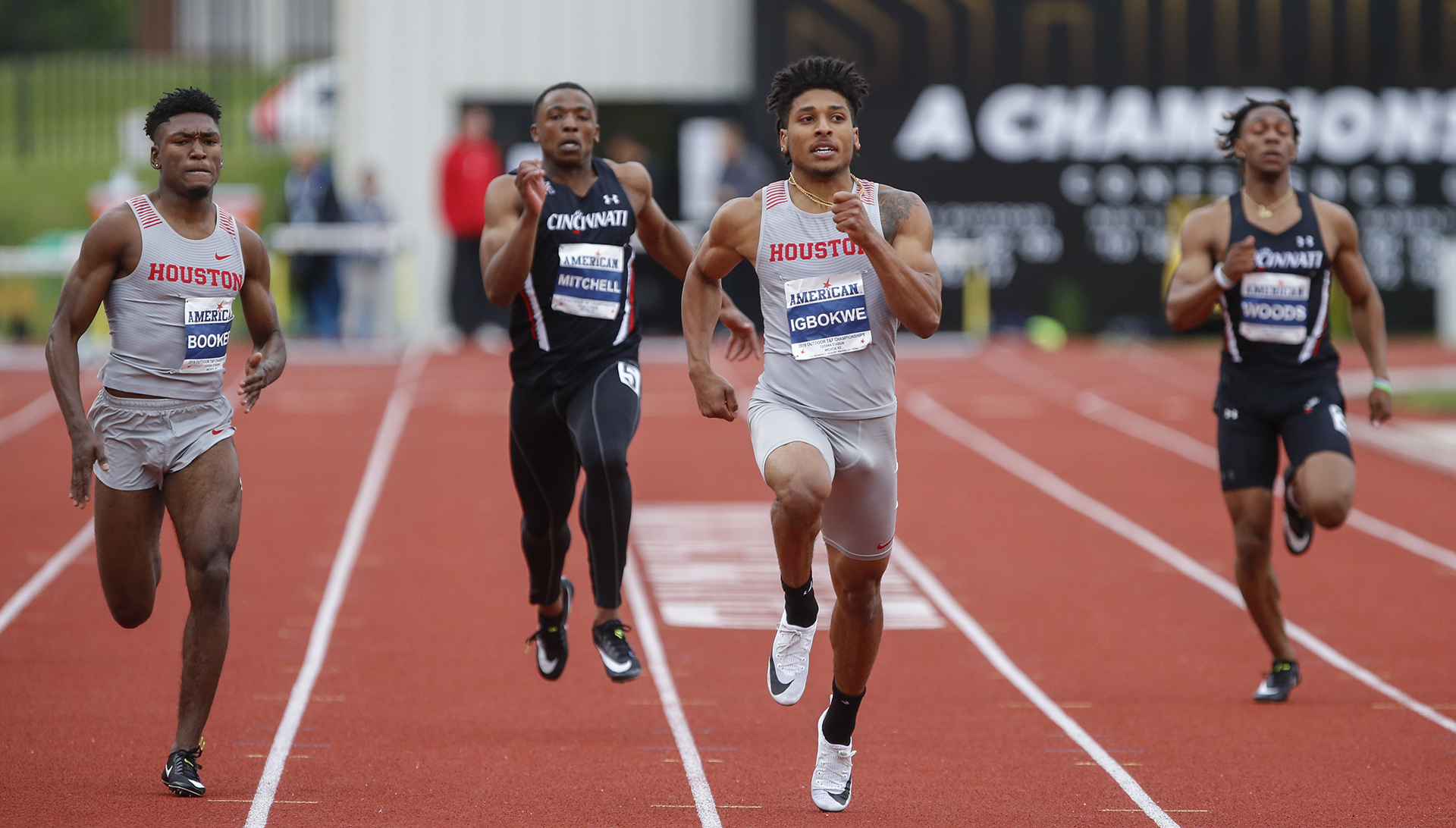 Mistake Costs Uh In 400 Relay Cougars Advance 13