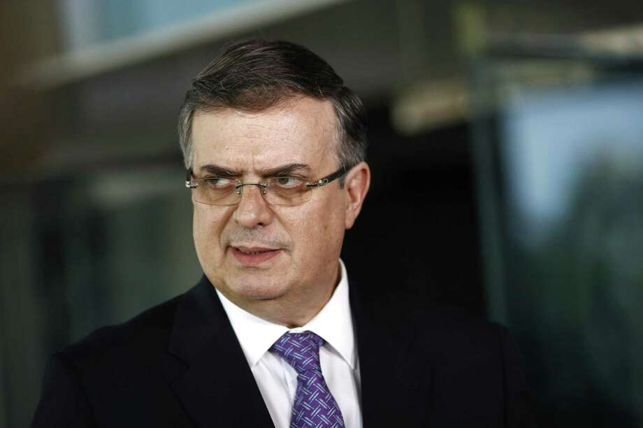 El canciller mexicano Marcelo Ebrard habla con periodistas el jueves 23 de mayo de 2019 después de encontrarse con el secretario de Estado, Mike Pompeo, en el Departamento de Estado en Washington. Photo: Patrick Semansky /Associated Press / Copyright 2019 The Associated Press. All rights reserved.