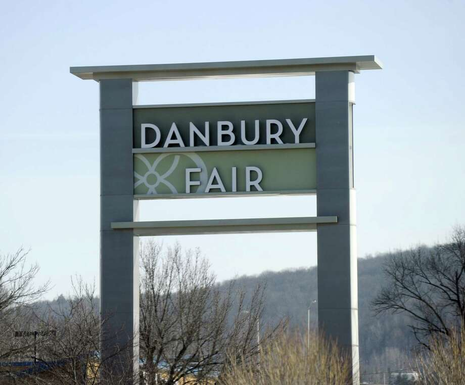 The main Danbury Fair mall sign, Wednesday, February 25, 2015. Photo: Carol Kaliff / Carol Kaliff / The News-Times