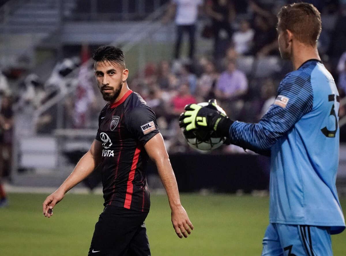 Ever Guzman (left) scored San Antonio FC's lone goal in Saturday's 3-1 loss at Rio Grande Valley FC.