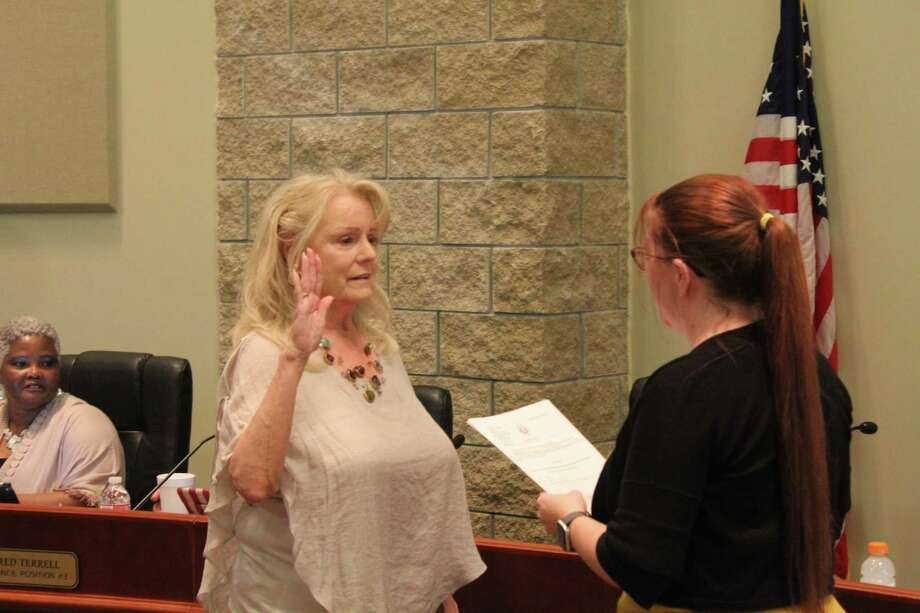 Carolyn McWaters was sworn in to City Council Position 1 at the May city council meeting. Photo: Marcus Gutierrez Staff Photo