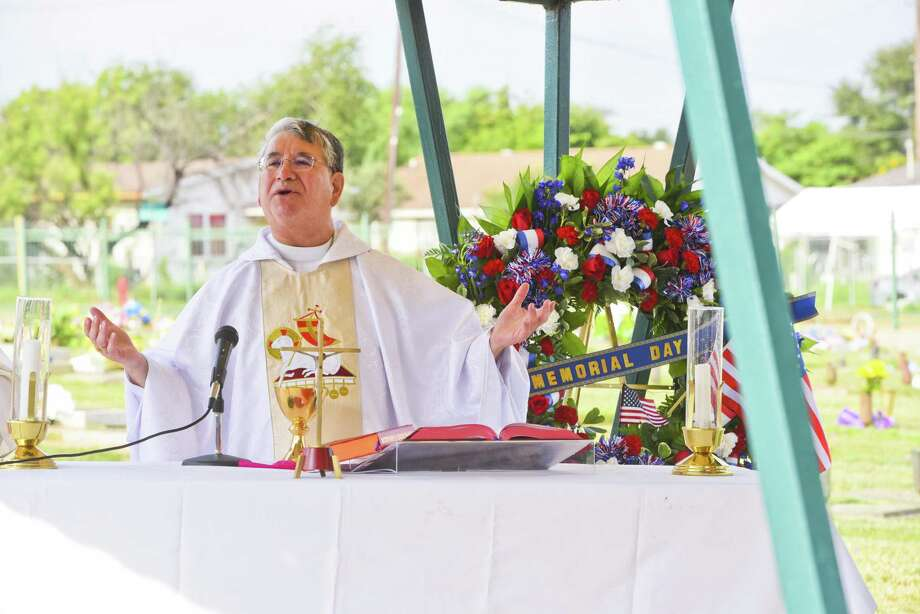 Bishop James A. Tamayo conducts the Calvary Catholic Cemetery Day Mass on Saturday. Photo: Danny Zaragoza / Laredo Morning Times / Laredo Morning Times