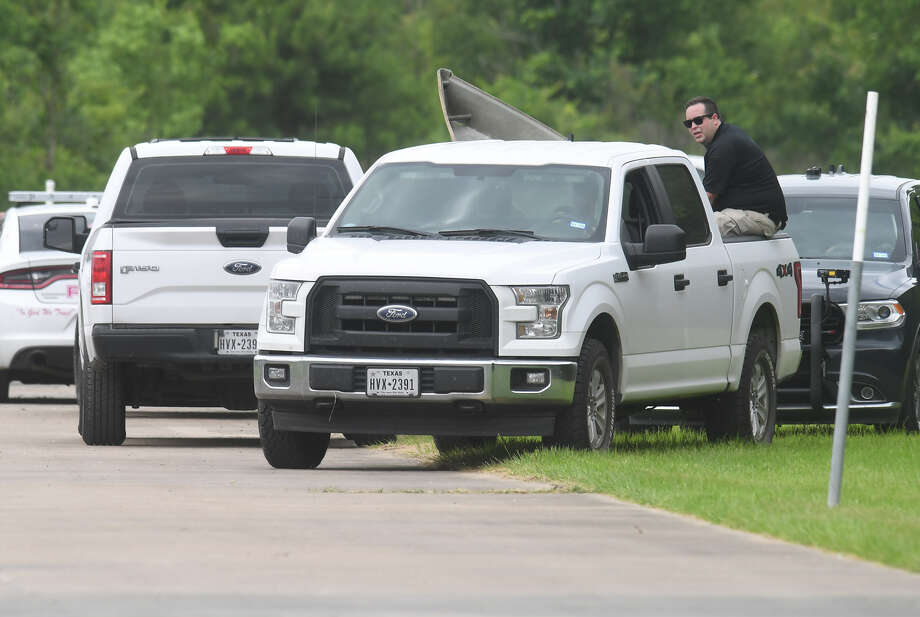 Vidor Police investigate the discovery of an unidentified body in a small pond southeast of the city's public swimming pool. The man was said by Judge Rodney Price to be in his forties and that initial appearance indicated a drowning, but said that other possibilities are being investigated. An autopsy has been ordered to identify the cause of death.  Photo taken Tuesday, 5/28/19 Photo: Guiseppe Barranco/The Enterprise / Guiseppe Barranco ©
