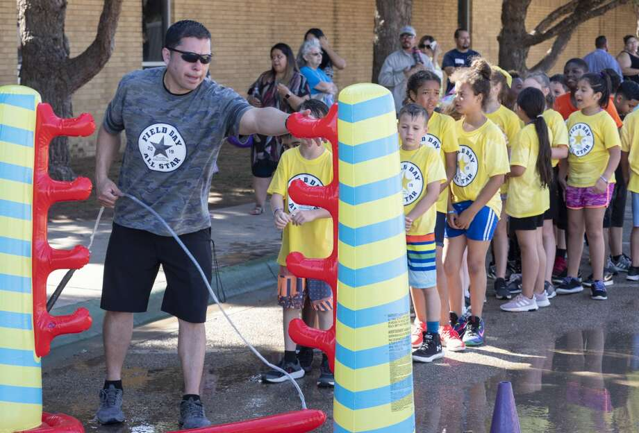 General Franks Elementary coach and Physical Education teacher Ruben Ochoa sets up a water limbo 05/22/19 as students participate in field day fun. Tim Fischer/Reporter-Telegram Photo: Tim Fischer/Midland Reporter-Telegram