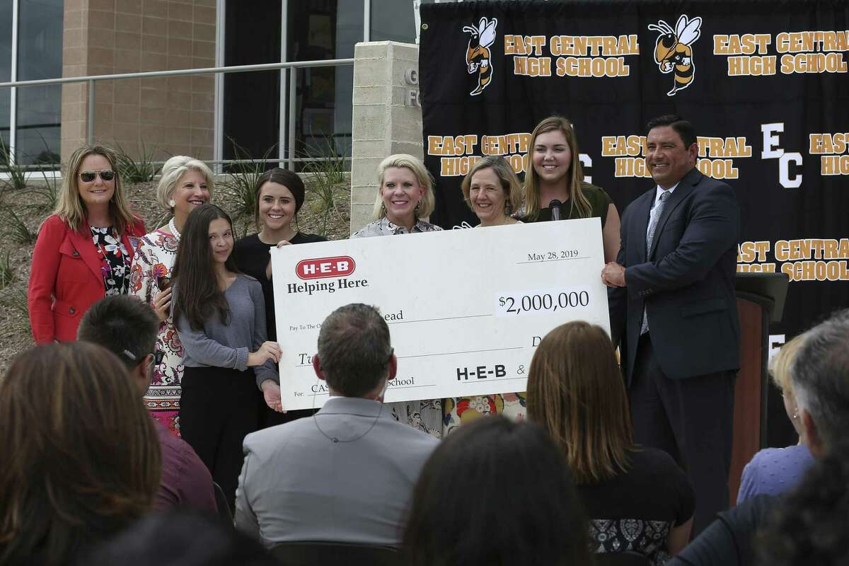 East Central ISD Superintendent Roland Toscano, right, and district students Savannah Lujan, 13, third from left, and Katie Kempen, 18, fourth from left, hold a check symbolizing a $2 million donation by H-E-B and the Charles Butt Foundation for the Centers for Applied Science and Technology (CAST) Lead, a new high school, at a press conference Tuesday, May 28, 2019. District leaders announced a plan to open CAST Lead, with an initial class of 120 to 150 students, in the fall of 2020.