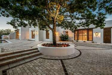 George Strait's mansion in The Dominion briefly listed for