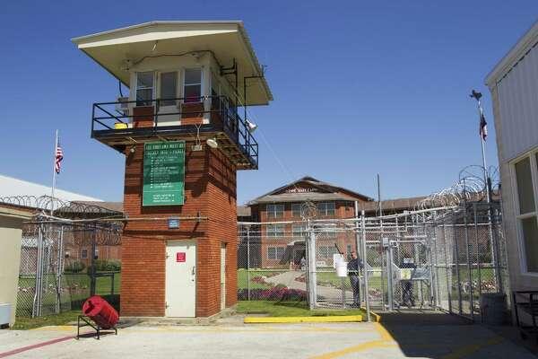 DA dismisses case against Texas parole official accused of