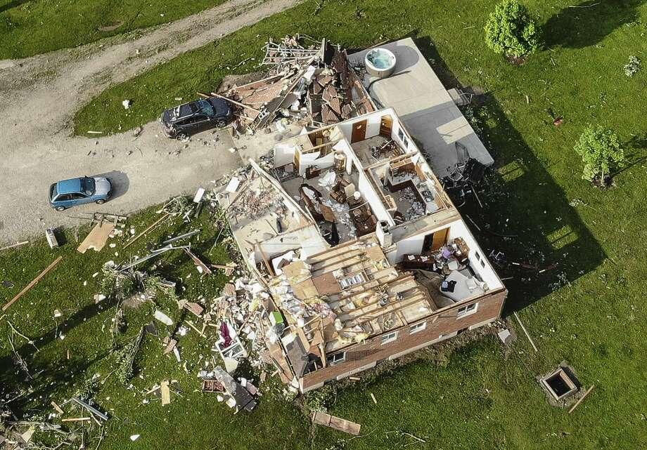 En esta fotografía se muestra una vivienda que quedó destrozada tras el paso de un tornado, el martes 28 de mayo de 2019, en Brookville, Ohio. Photo: John Minchillo /Associated Press / Copyright 2019 The Associated Press. All rights reserved.