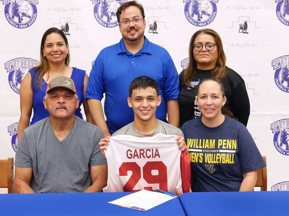 Surrounded by his parents and coaching staff, Cigarroa's Carlos Garcia signed his National Letter of Intent Tuesday play volleyball for William Penn University. Photo: Cuate Santos /Laredo Morning Times / Laredo Morning Times