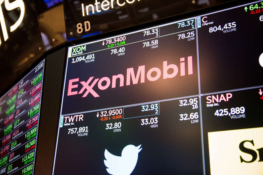 A monitor displays the Exxon Mobil logo on the floor of the New York Stock Exchange in New York on Nov. 16, 2018. Photo: Bloomberg Photo By Michael Nagle. / © 2018 Bloomberg Finance LP