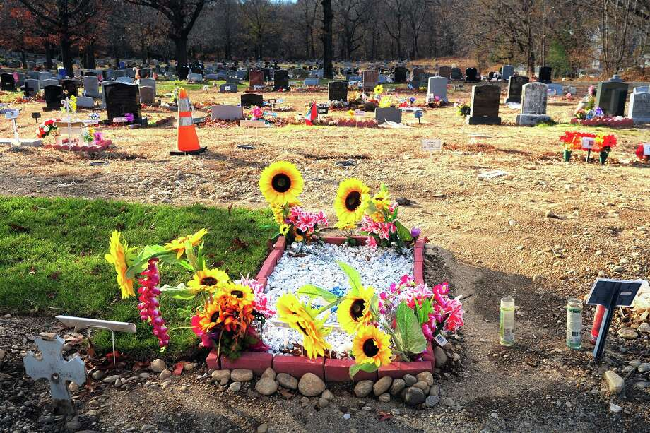 Views of Perk Cemetery, in Bridgeport, Conn. Nov. 29, 2018. Photo: Ned Gerard / Hearst Connecticut Media / Connecticut Post