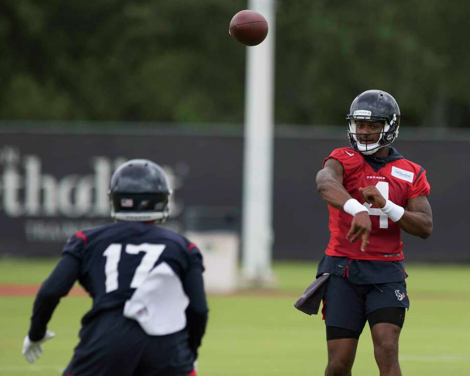 Quarterback Deshaun Watson (4) throws a pass to wide receiver Vyncint Smith (17) during Houston Texans OTA's at the Houston Methodist Training Center on Wednesday, May 29, 2019, in Houston. Photo: Yi-Chin Lee, Staff Photographer / © 2019 Houston Chronicle