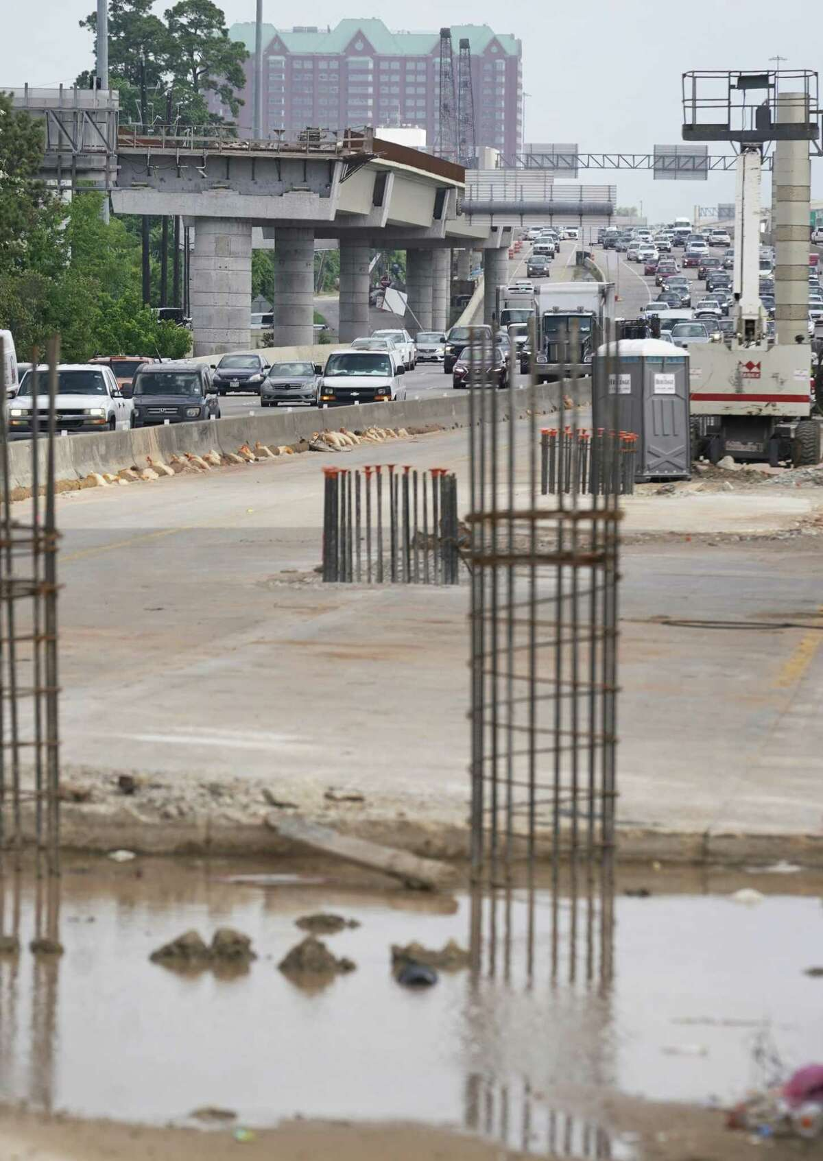 Crews will extend the Loop 610 busway overpass parallel to the freeway, to two center lanes along the loop, shown May 23. The project will eventually link Metro's Northwest Transit Center to Post Oak, where dedicated bus lanes are being built.