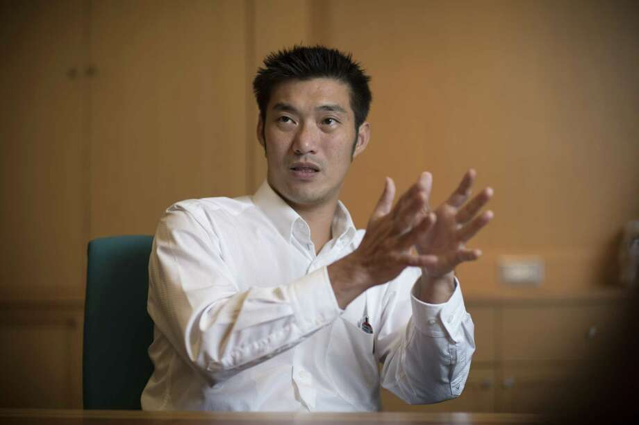 Thanathorn Juangroongruangkit, leader of the Future Forward party, during an interview in Bangkok, Thailand, on May 29, 2019. Photo: Bloomberg Photo By Brent Lewin. / © 2019 Bloomberg Finance LP