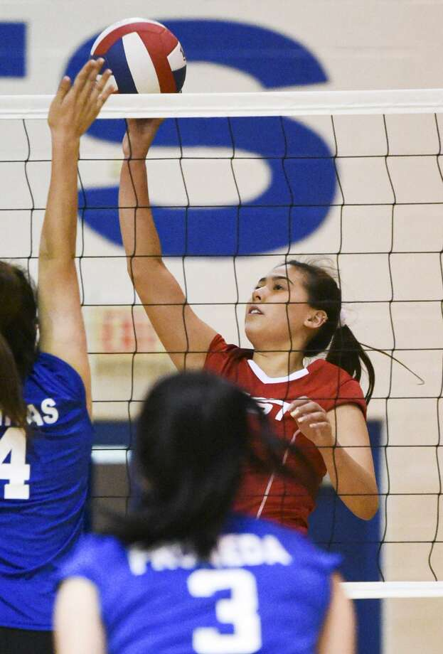 Amber Tran helped the West win 3-2 (25-14, 25-11, 24-26, 22-25, 15-9) on Tuesday in the 18th annual Bosom Buddies all-star volleyball game at St. Augustine. Photo: Danny Zaragoza / Laredo Morning Times
