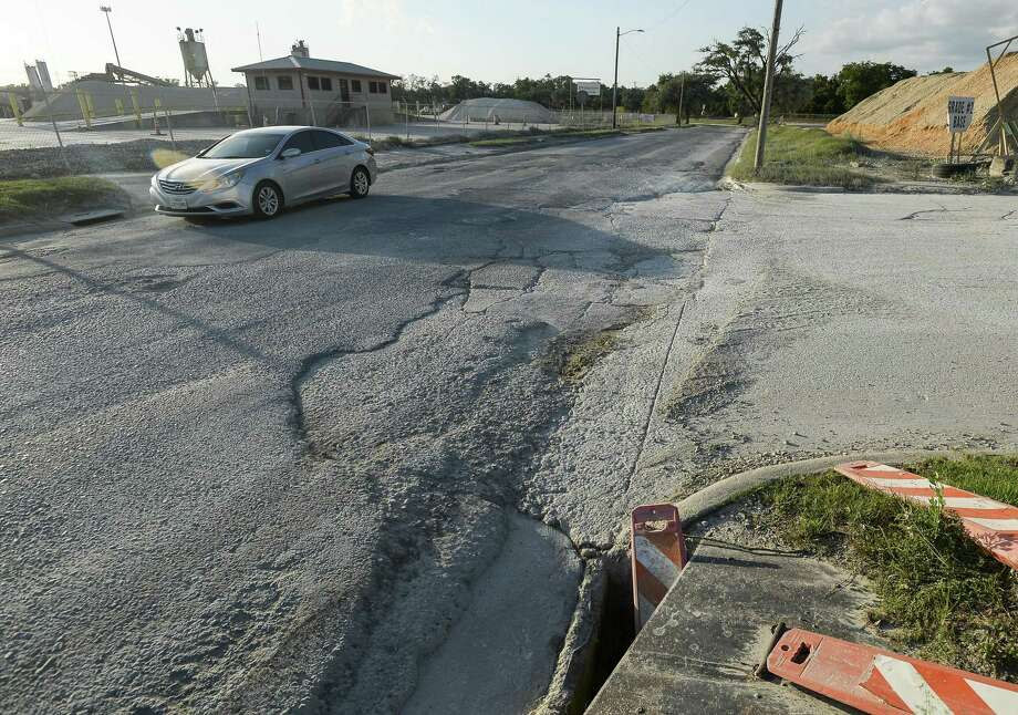 A vehicle drives down Seventh St. between IH10 and Dolinger Wednesday afternoon. The city of Beaumont is looking at permanently closing the road and will be having a public meeting about it Thursday. Photo taken on Wednesday, 05/29/19. Ryan Welch/The Enterprise Photo: Ryan Welch, Beuamont Enterprise / The Enterprise / © 2019 Beaumont Enterprise