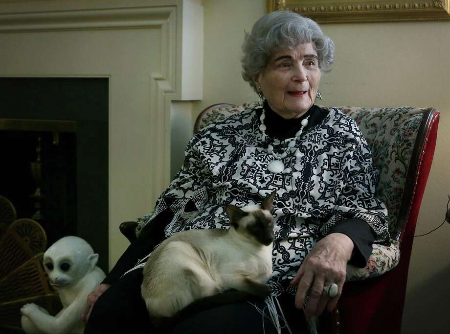Lila Cockrell, San Antonio's first female mayor, died Thursday. Photo: Bob Owen /San Antonio Express-News / ©2018 San Antonio Express-News