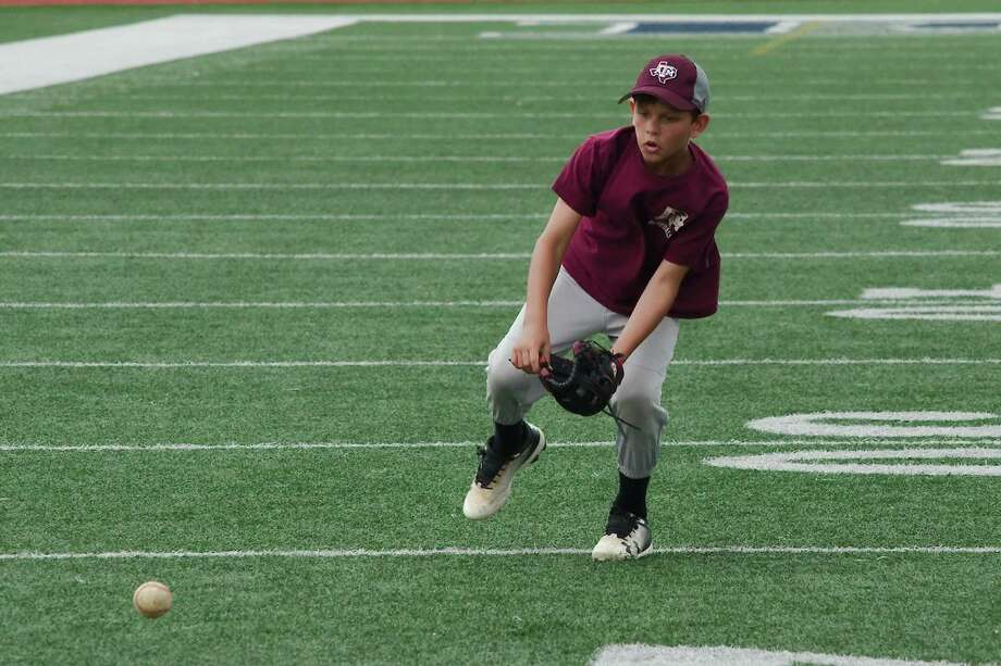 Luke Campo participates in a fielding drill Wednesday at the Pearland High School summer baseball camp. Photo: Kirk Sides / Staff Photographer / © 2019 Kirk Sides / Houston Chronicle