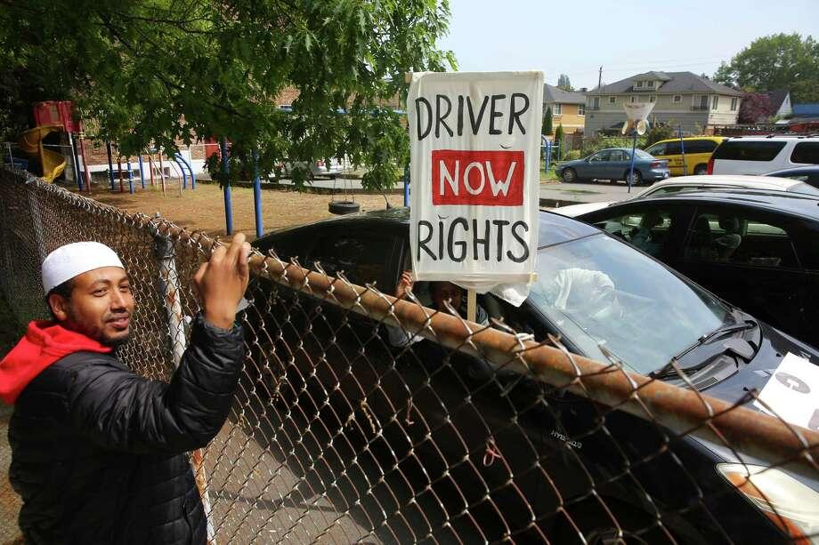 Uber, Lyft drivers circle and honk around Seattle City Hall
