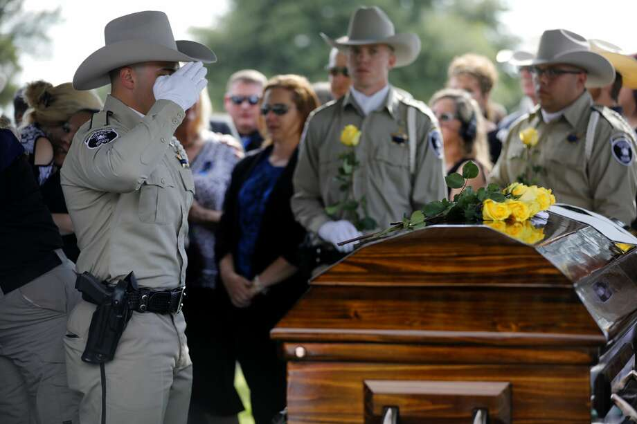 Members of the Midland County Sheriff's Office Honor Guard place roses on the casket and salute during the funeral for Midland County Sheriff Gary Painter May 30, 2019 at Resthaven Memorial Park.  James Durbin/Reporter-Telegram Photo: James Durbin / Midland Reporter-Telegram