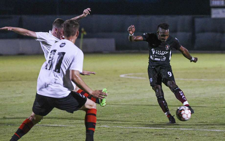 Ivan Sakou and the Heat fell 3-1 to Lone Star Conference leader Denton Saturday to conclude their two-match road trip. Photo: Danny Zaragoza /Laredo Morning Times File