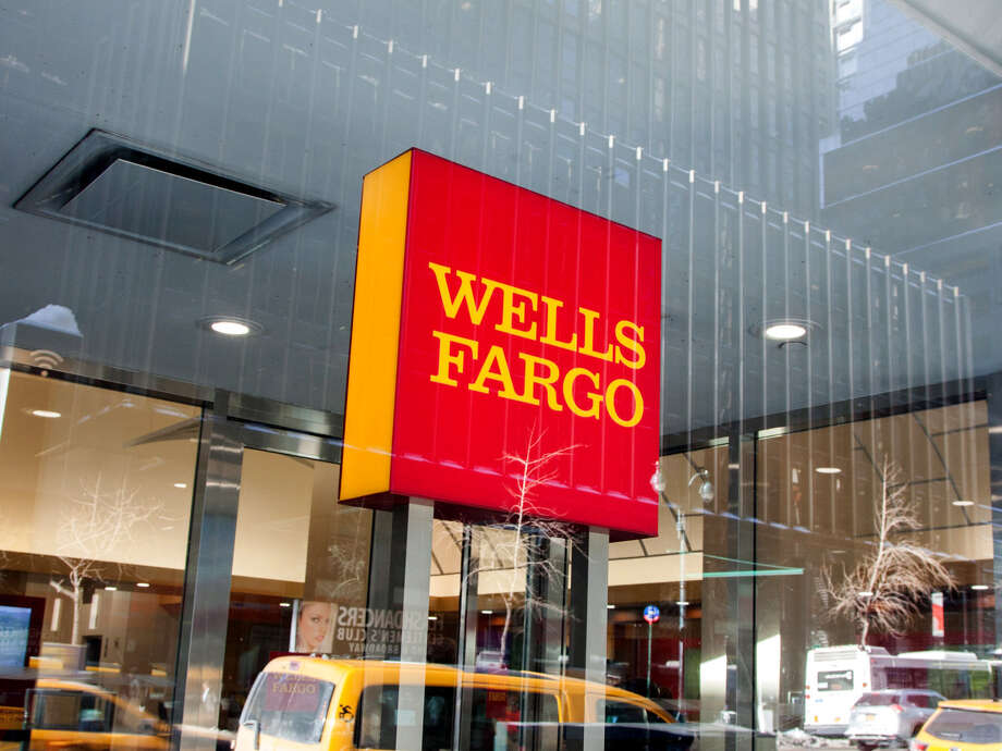 Wells Fargo has signed a $ 385 million contract to settle a class action lawsuit filed by clients who said the bank forced them to take out unnecessary car insurance. Photo: Bloomberg Photo by Daniel Tepper. / 2018 Bloomberg Finance LP