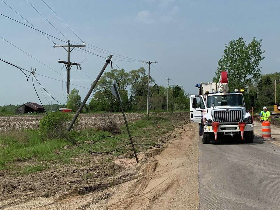 A vehicle crash damaged utility lines near the intersection of North Eastman Avenue and East Hubbard Road on May 1, 2019. Photo: Mitchell Kukulka