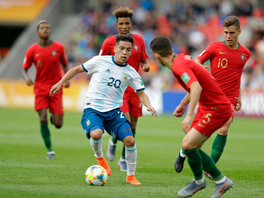 Ezequiel Barco, durante la victoria de Argentina sobre Portugal en el Mundial Juvenil de la FIFA que se disputa en Polonia. Photo: AP / Sergei Grits