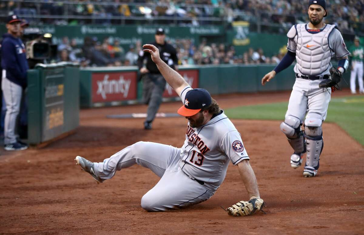 OAKLAND, CALIFORNIA - MAY 31: Tyler White #13 of the Houston Astros catches a foul ball hit by Stephen Piscotty #25 of the Oakland Athletics in the third inning at Oakland-Alameda County Coliseum on May 31, 2019 in Oakland, California. (Photo by Ezra Shaw/Getty Images)