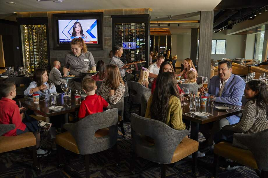 Clubs of Kingwood Tavern 91 Bar & Grill Photo: Courtesy: Club Corps / Clay Hayner Photography 2019