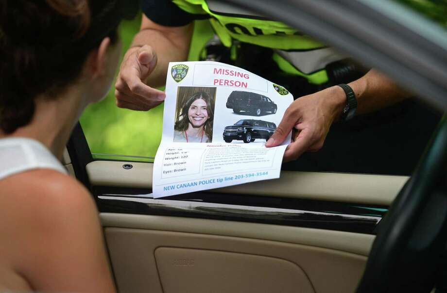 New Canaan police ask motorists and pedestrians about Jennifer Dulos on May 31 — one week after she went missing. Photo: Erik Trautmann / Hearst Connecticut Media / Norwalk Hour