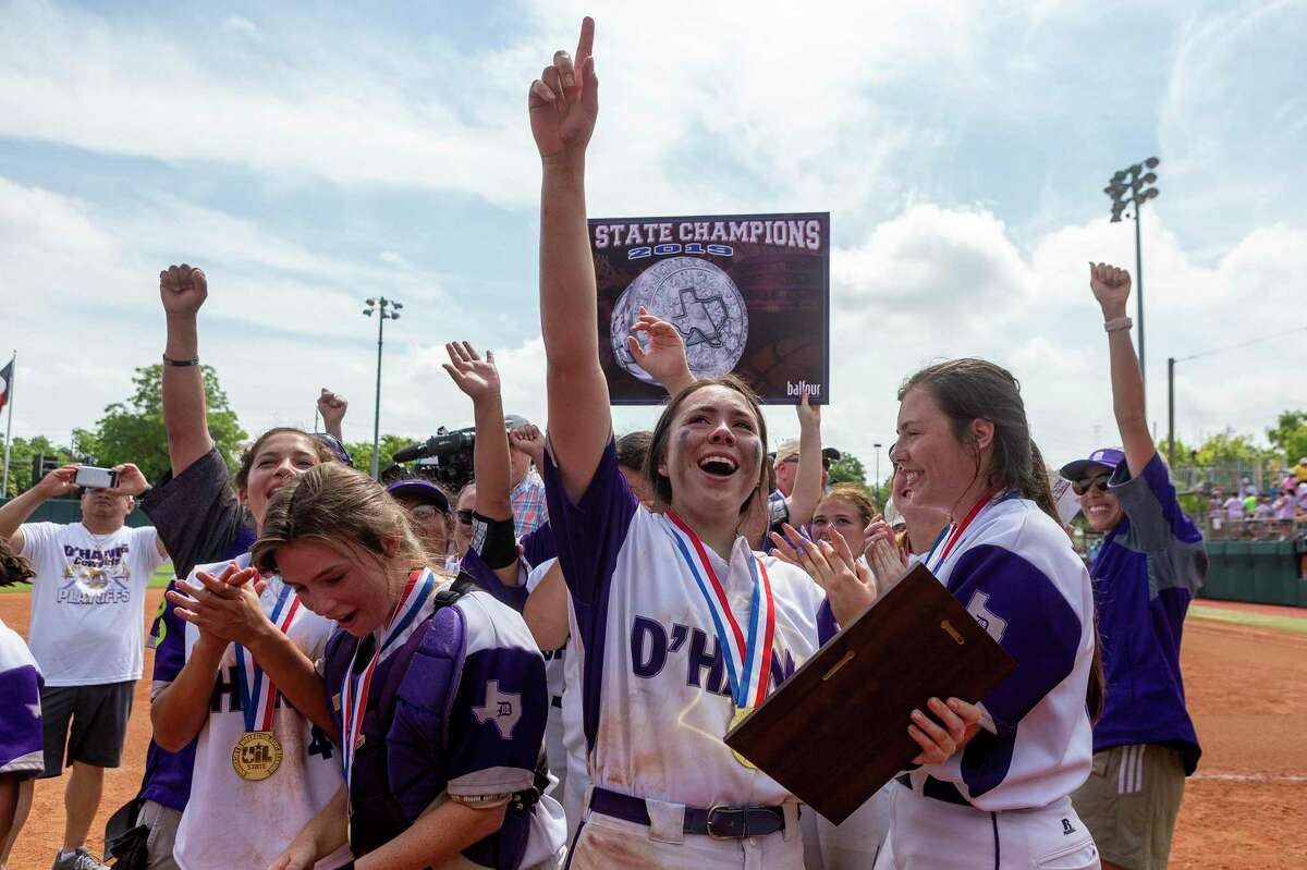 D'Hanis celebrates their 9-7 win over Chireno during the UIL Class 1A state softball championship in Austin, Saturday, June 1, 2019.(Stephen Spillman / for Express-News)