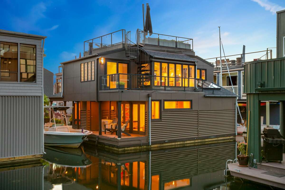 A$2M on the lake in Seattle's Mallard Cove could be yours.