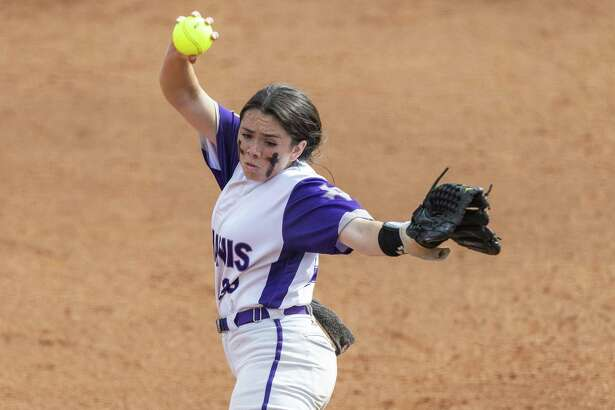 D'Hanis pitcher Marissa Santos (29) throws against Chireno during the UIL Class 1A state softball championship in Austin, Saturday, June 1, 2019.(Stephen Spillman / for Express-News)
