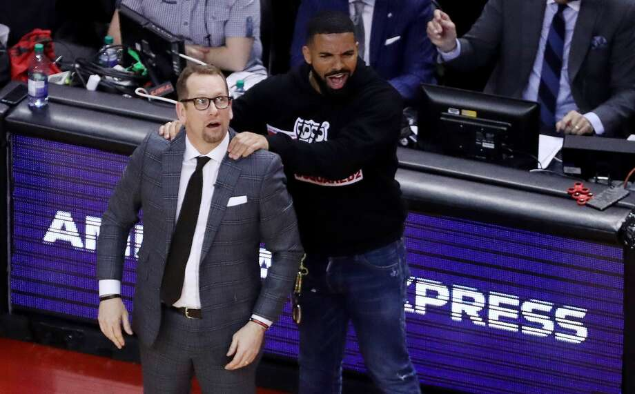 Drake massages Toronto Raptors head coach Nick Nurse's shoulder as the Toronto Raptors beat the Milwaukee Bucks in game four 120-102 to even up the Eastern Conference NBA Final at two games each at Scotiabank Arena in Toronto. May 21, 2019. (Steve Russell/Toronto Star via Getty Images) Photo: Steve Russell/Toronto Star Via Getty Images