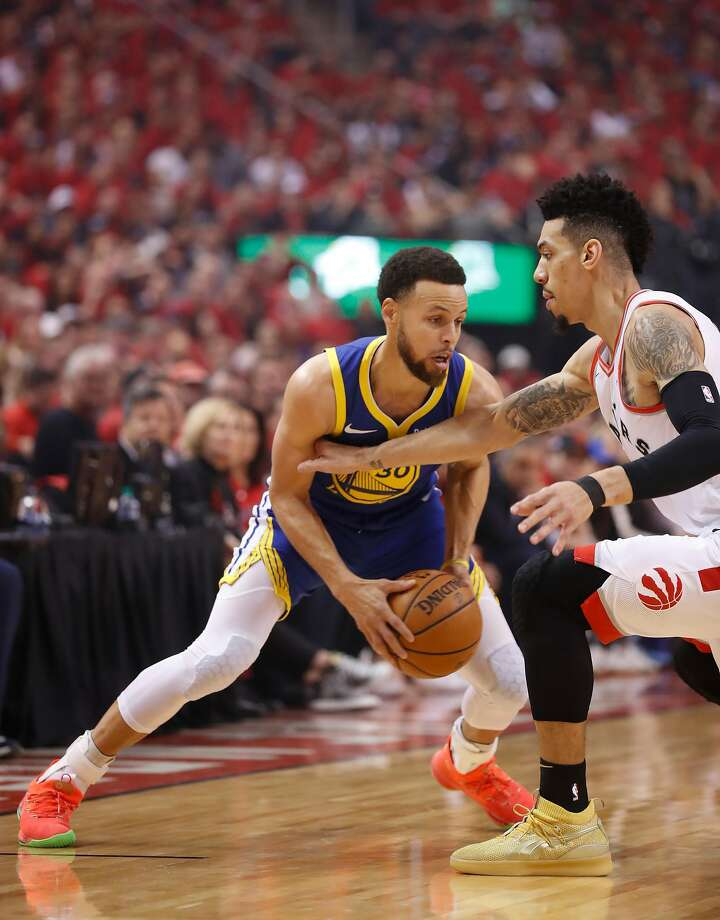 new concept 5d1b9 e6ca5 Golden State Warriors  Stephen Curry makes a move on Toronto Raptors  Danny  Green in