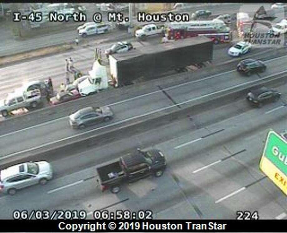Nine-car crash closes northbound I-45 near SH249 in Houston