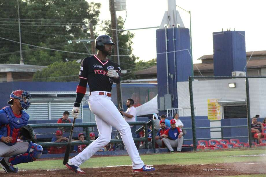 Tecolotes Dos Laredos right fielder Domonic Brown Photo: Courtesy Of The Tecolotes Dos Laredos