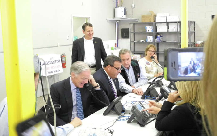 New Jersey Governor Chris Christie and Tom Foley make campaign calls in Trumbull