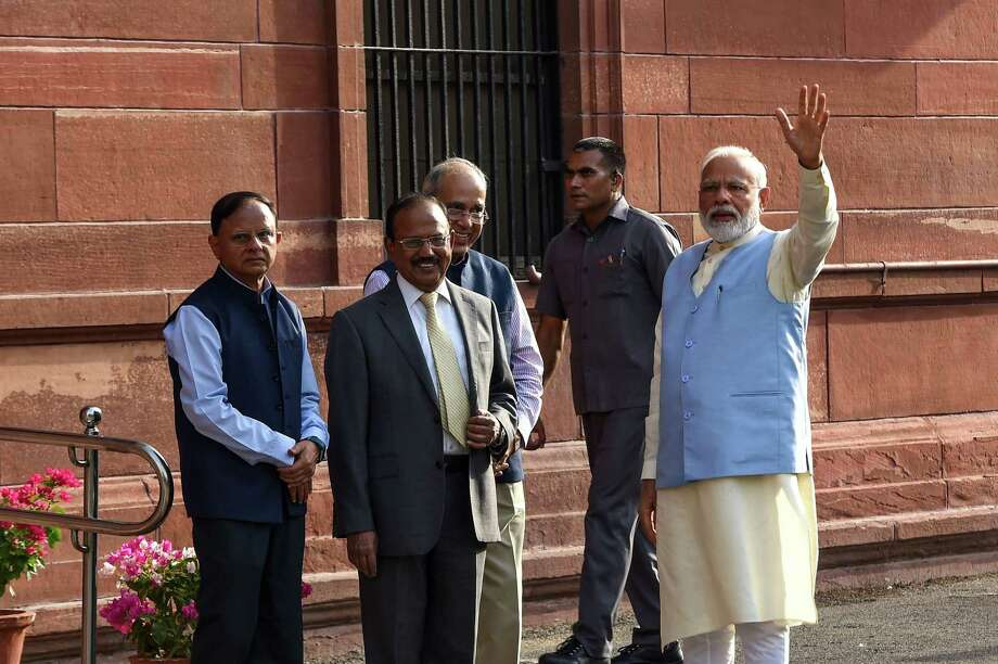 Indian Prime Minister Narendra Modi (R) waves as he arrives to attend a meeting with his newly-named cabinet in New Delhi on May 31, 2019. Photo: Getty Images / AFP or licensors