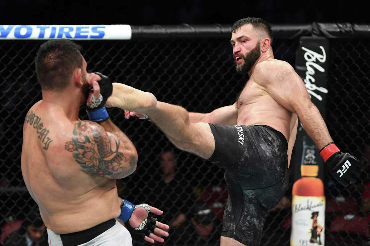 Andrei Arlovski will fight Ben Rothwell in a heavyweight bout at UFC Fight Night at the AT& Center on July 20.
