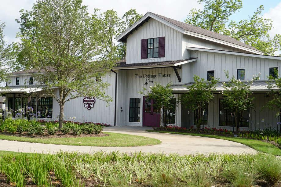 Veranda community opens new clubhouse in Richmond