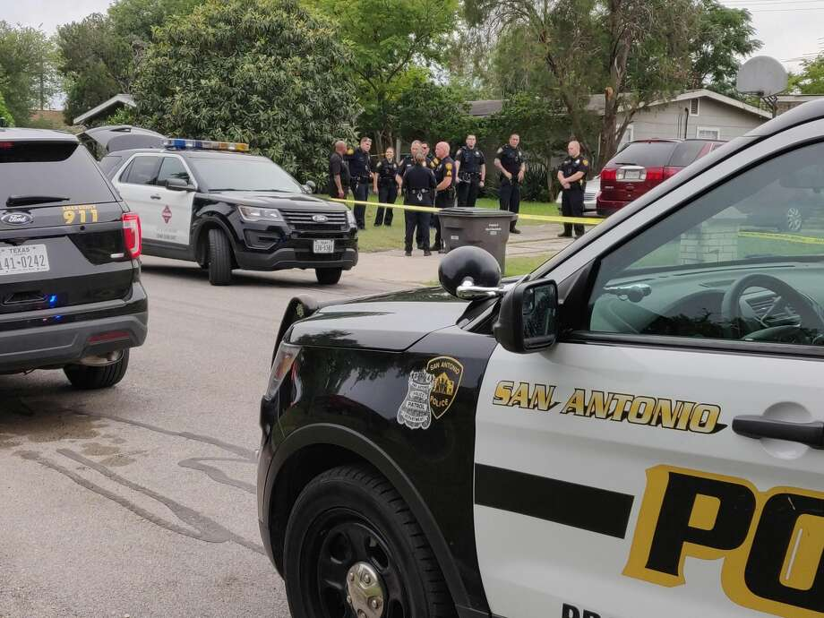 A father and two daughters were found dead Monday, June 3,2019, from possible carbon monoxide poisoning, according to San Antonio police. Photo: Jacob Beltran