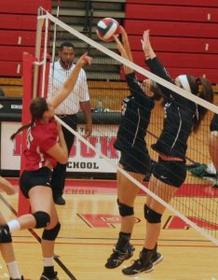Trumbull was strong at the net in its sweep. — Mike Suppe photo
