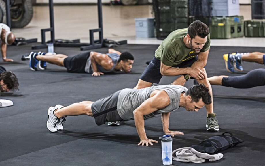 Celebrity fitness trainer Tony Horton will return to Trumbull High for an athletics fundraiser.