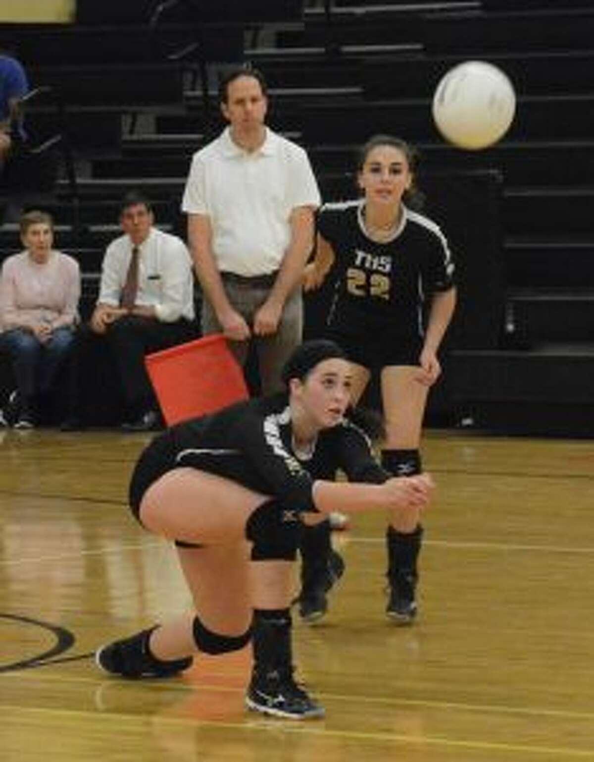 Rachel Hage makes the pass as Jess Gibbs looks on.