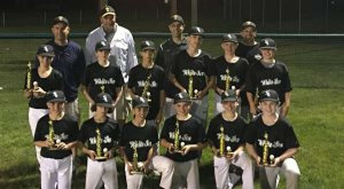 The White Sox captured the Majors title. Team members (front row) are: Joey Tamorria, Kevin Seymour, Gavin Grashow, Drew Colucci, Aiden Stewart and Ben McKeon; (second row) D.J. Amaral, Ray Vicente, Jack Nemec, Jayson Caballero, Matt DiJoseph and Jack Durland; (third row) coaches Paul Seymour, Zack Grashow, John Tamorria and manager John Colucci.